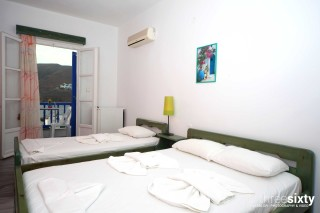 accommodation pelagos hotel triple bedroom