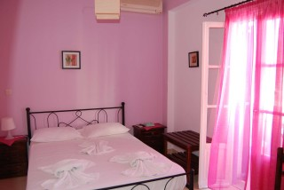 aegeon pelagos hotel pink bed